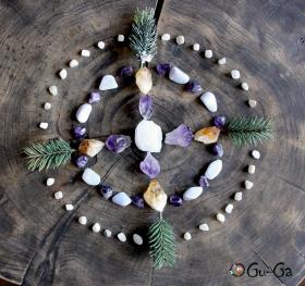 Мандала с камнями самоцветами